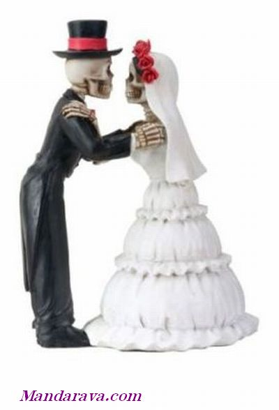 The Kiss Wedding Couple Skeleton Statue